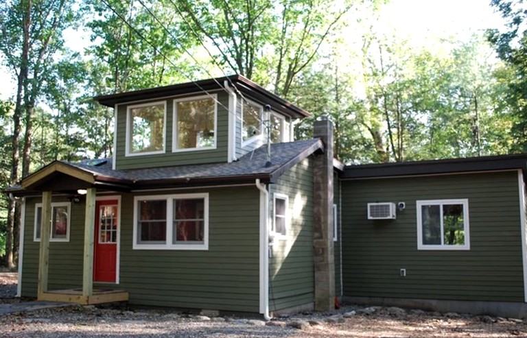 One-Bedroom Luxury Cabin with Hot Tub in Heart of Woodstock in Upstate New  York