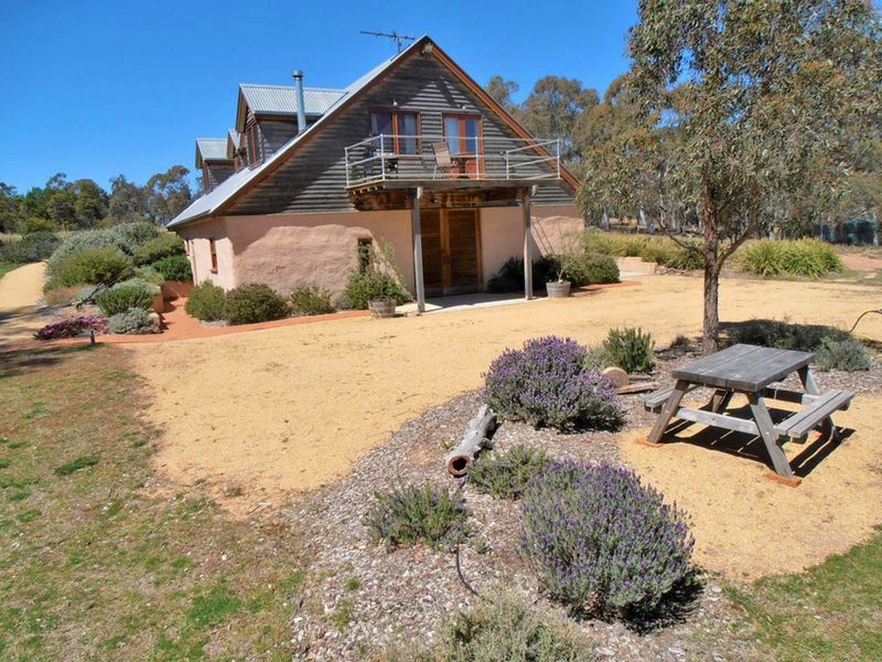 The most idyllic cabins that you won't find on gumtree. Canberra, New South Wales