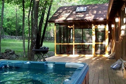 Honeymoon Cabins with Hot Tubs near Albany, New York