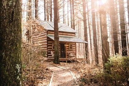Honeymoon Cabins with Hot Tubs near Columbus, Ohio