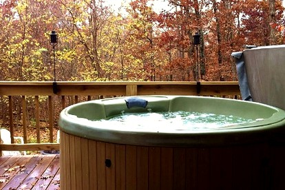 Honeymoon Cabins with Hot Tubs near Jefferson City, Missouri