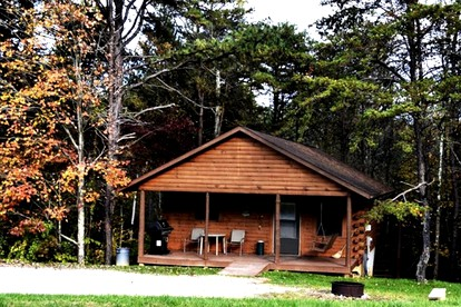 Pet-Friendly Hiking Getaways near Hocking Hills State Park