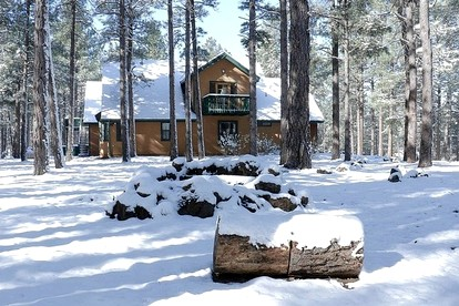 Winter Vacation Rentals with Hot Tubs near Flagstaff, Arizona