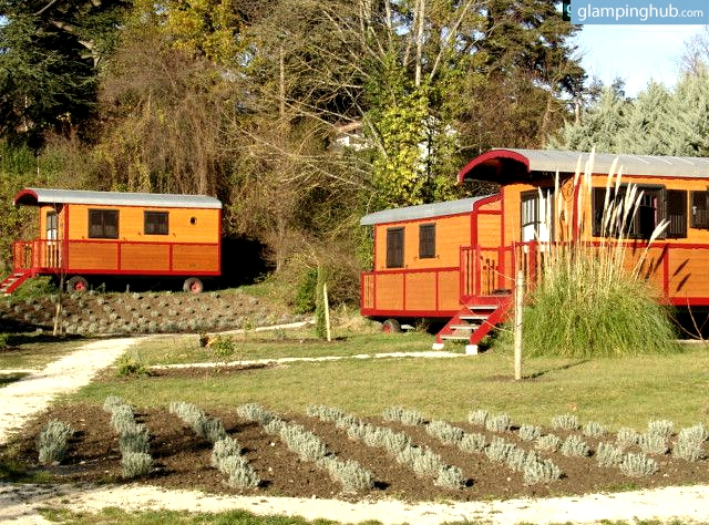 Quirky accommodations in france luxury caravan in drome for Quirky hotels