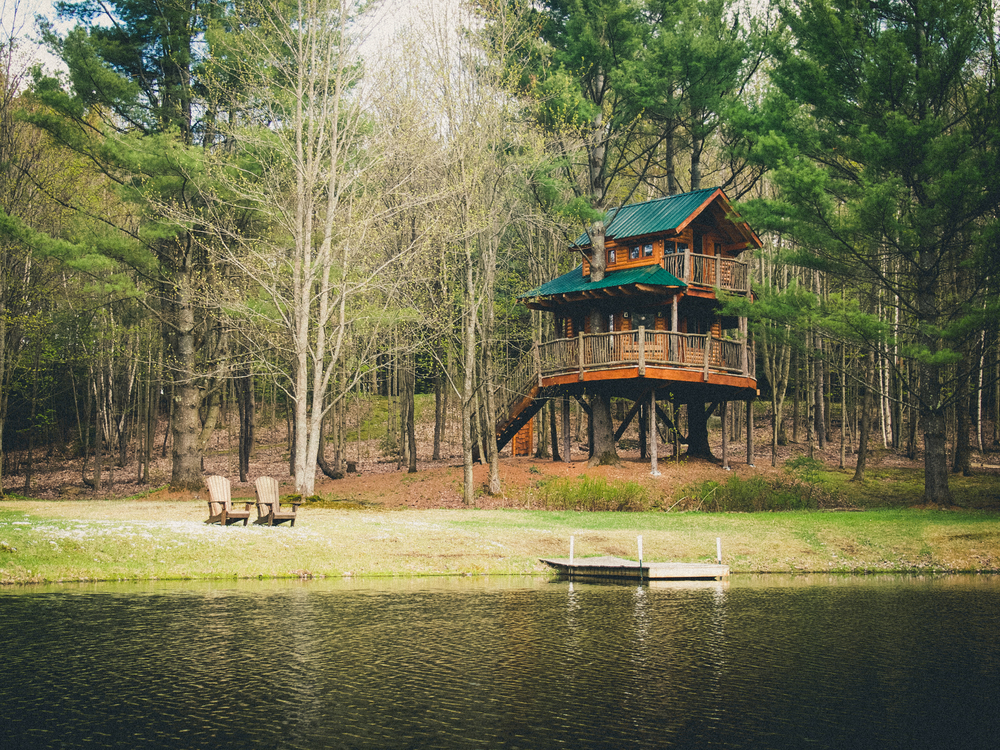 Tree house new england glamping treehouse new england - House in the mountains ...