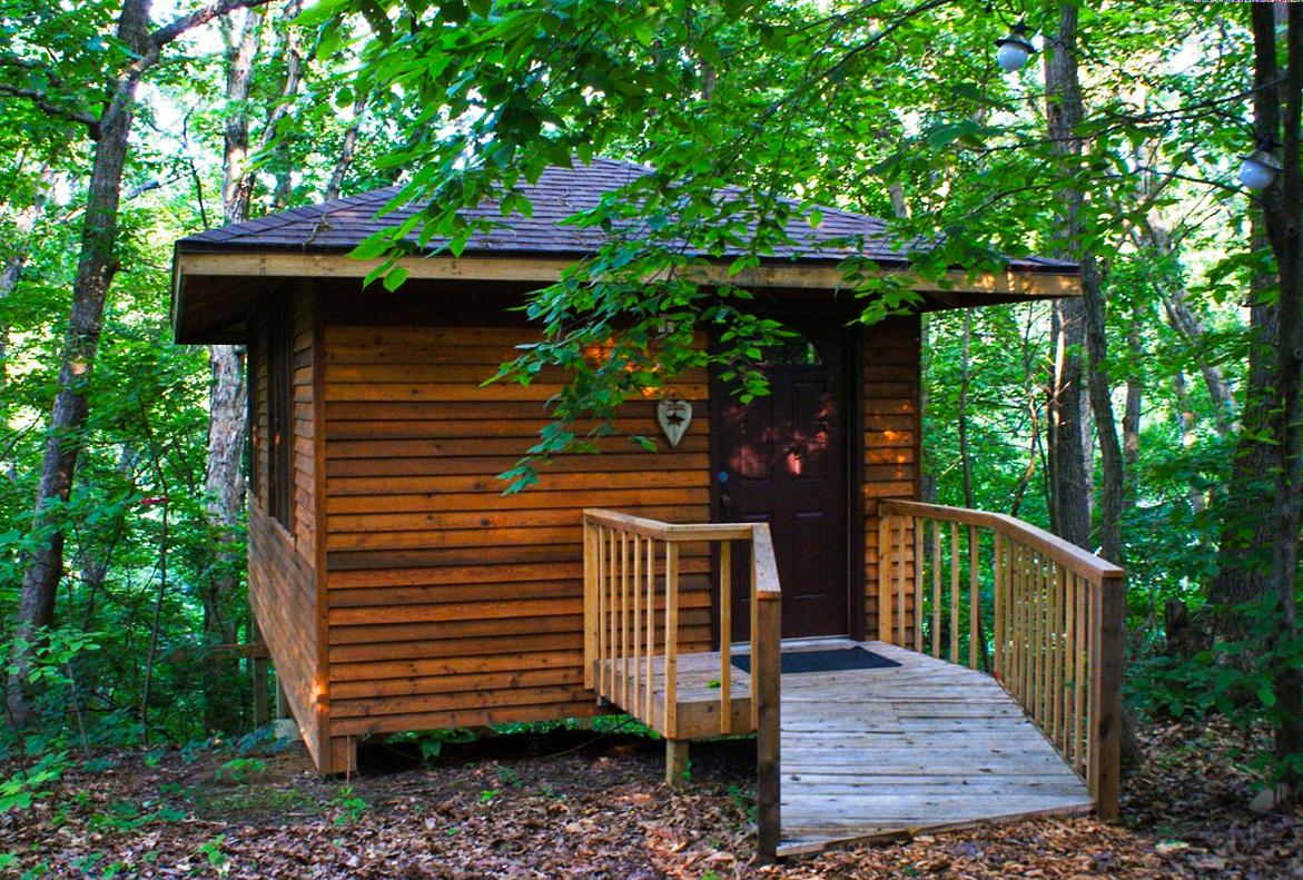 weekend getaway near bloomington illinois. Black Bedroom Furniture Sets. Home Design Ideas