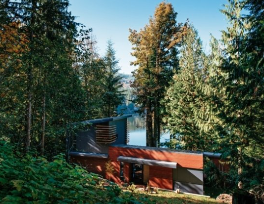 Deluxe modern cabin overlooking silver lake in washington for Falls lake cabin rentals