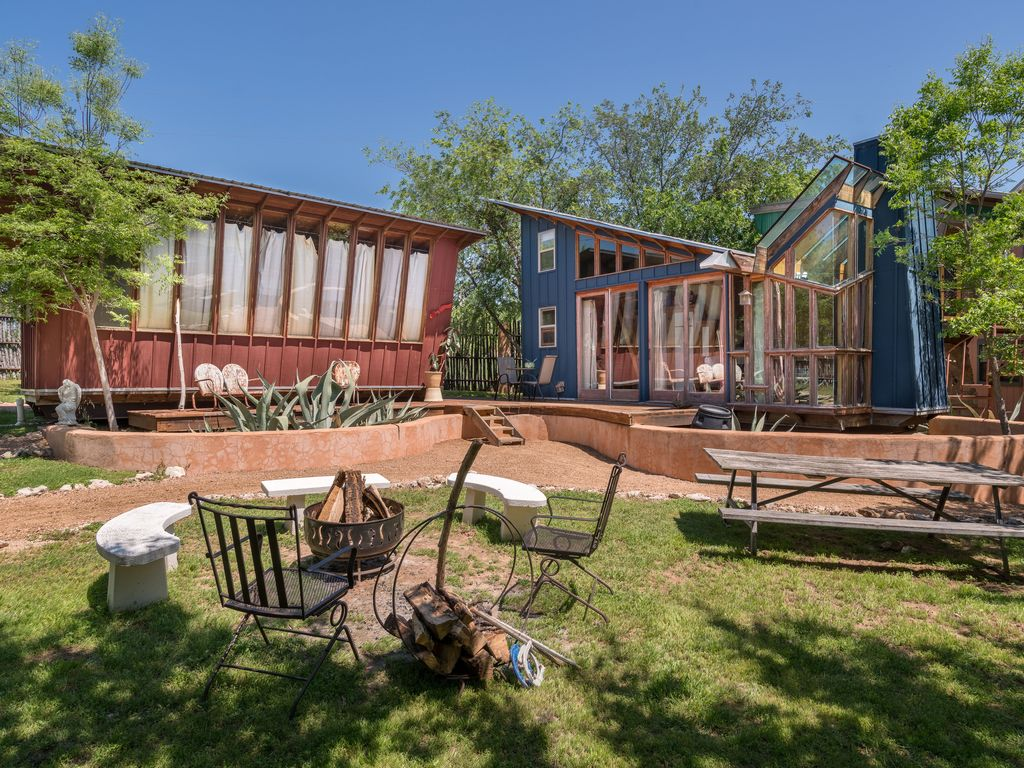 eco friendly cabin in spicewood texas
