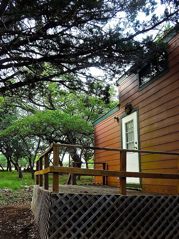 cabin rental with kitchen near san antonio