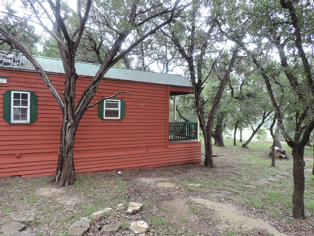 Cabin rental near san antonio texas for Home away from home cabins