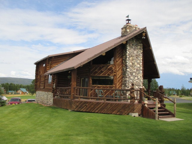 cabin rental with a hot tub set in island park idaho