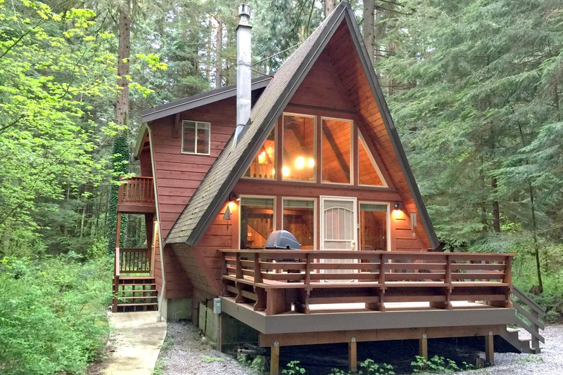 Unique a frame cabin rental near vancouver for Rental cabins near mt st helens