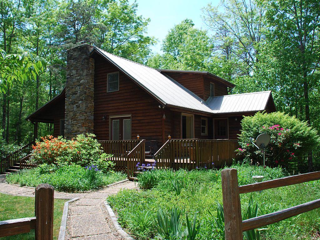 Mountain Cabin Rental Near Hendersonville, North Carolina