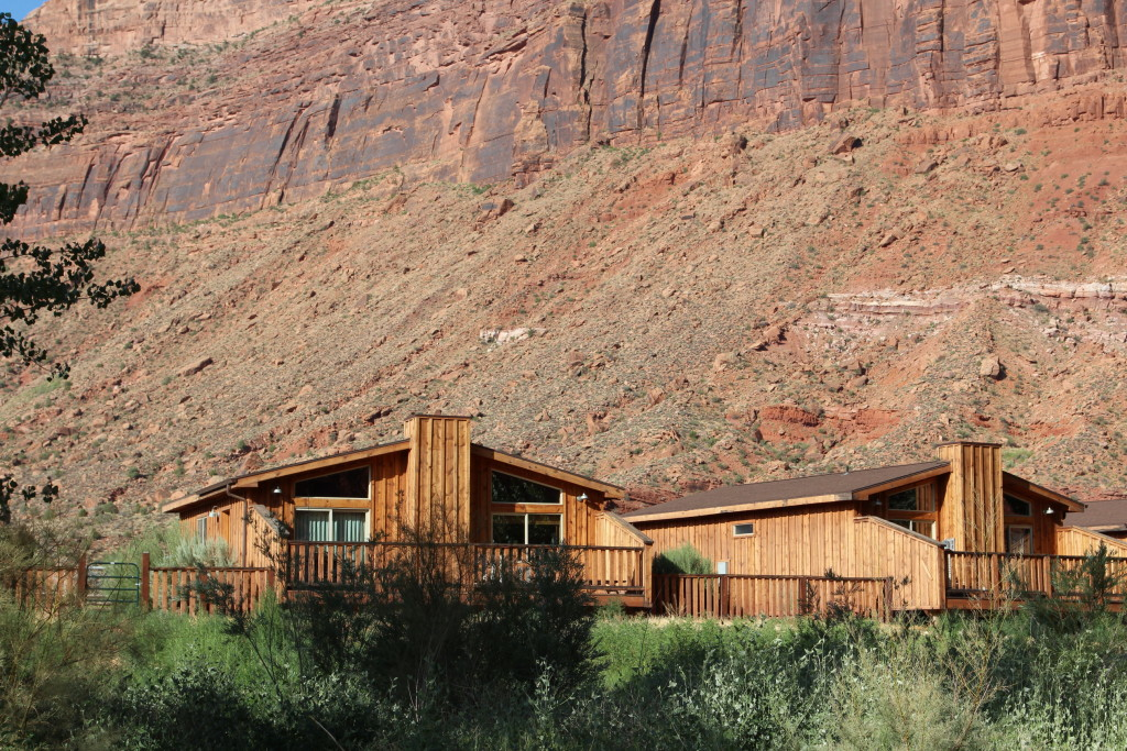Luxury cabins red rock cliffs utah cabins red rock utah for Moab utah cabins
