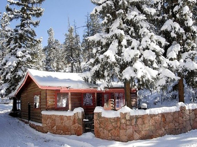 Romantic Winter Cabin Getaways for Two