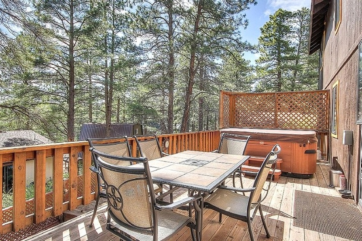 Best Vacation Rentals with Hot Tubs near Flagstaff, Arizona