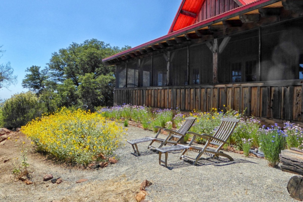Cabins with Fireplaces near San Diego