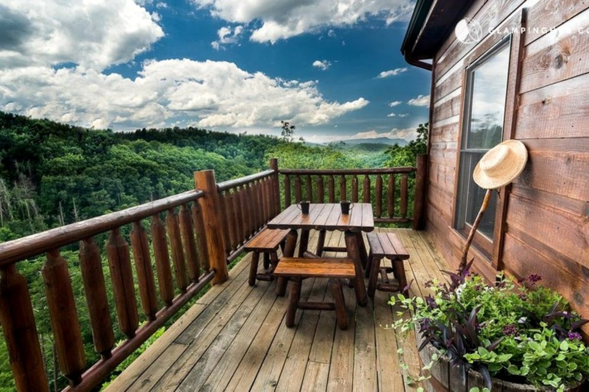 Eco-Friendly Cabins near the Great Smoky Mountains