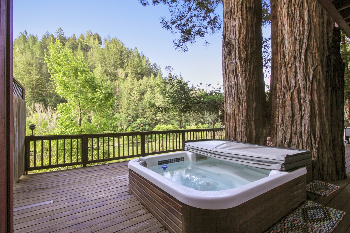 Hot Tub Cabins in California Wine Country
