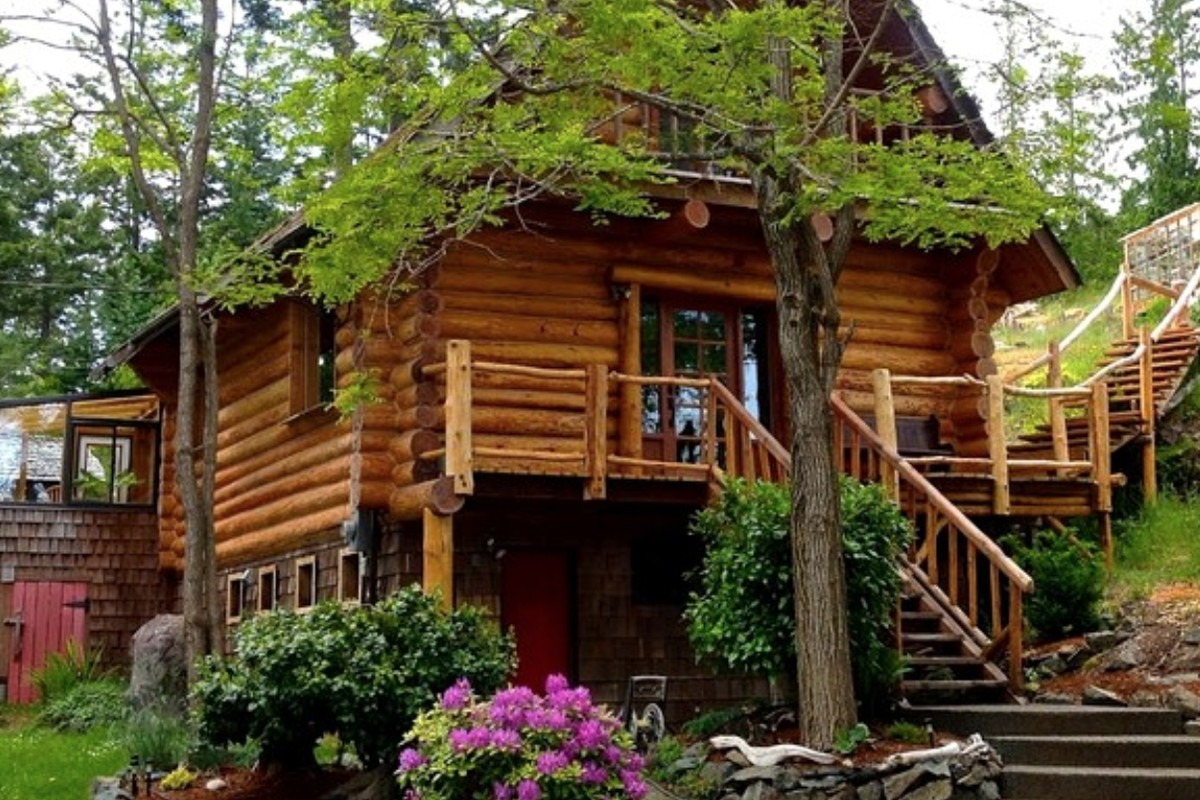 Log Cabin Rentals on Vancouver Island