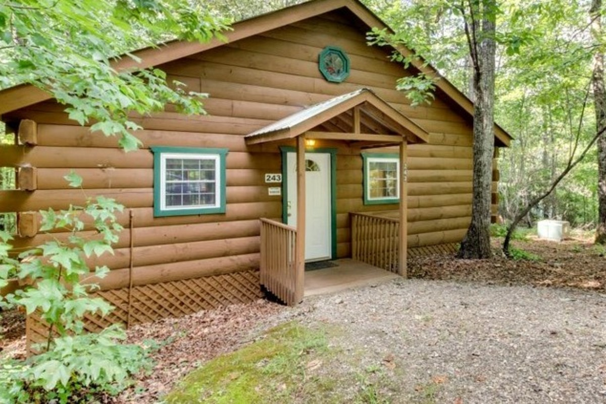 Log Cabin Rentals with Wi-Fi near Helen