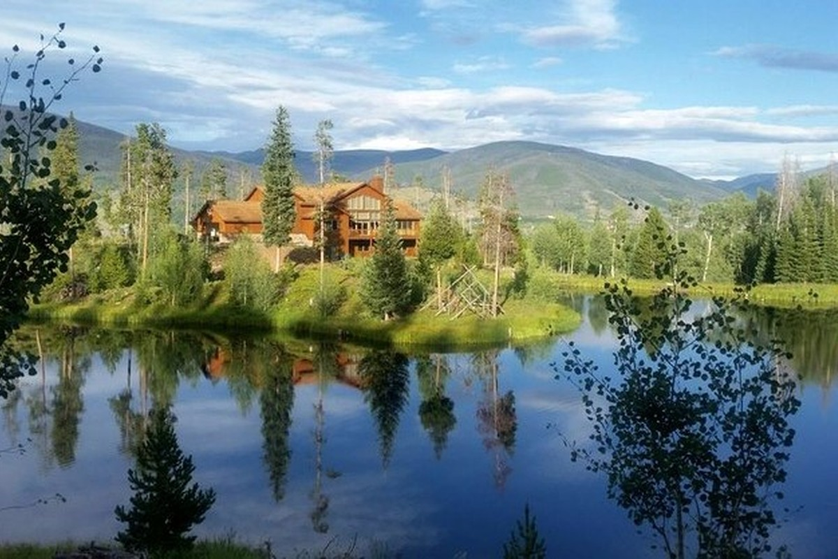Denver vacation home rentals elegant denver vacation home for Cabins for rent near vail colorado