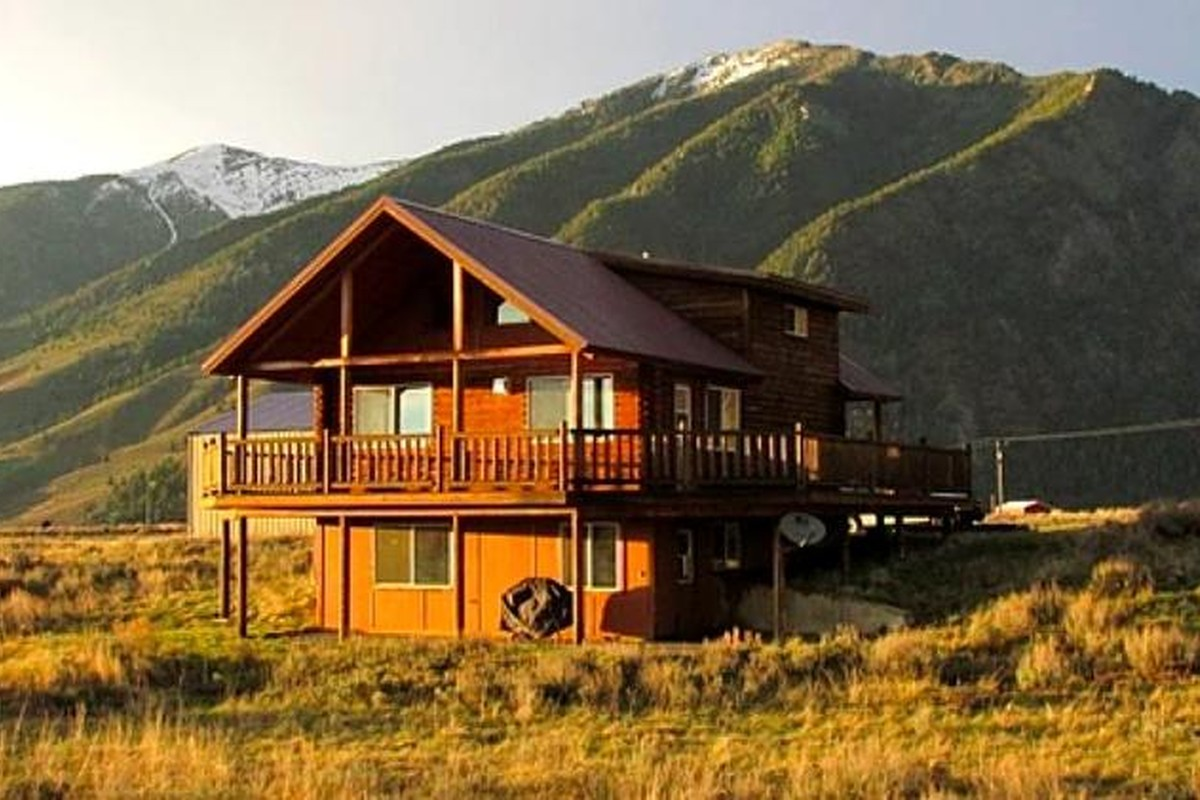 Luxury Log Cabin Rentals in Montana