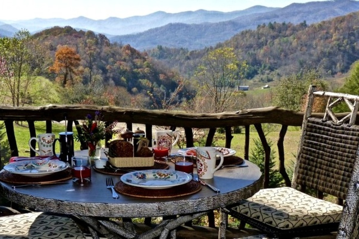 Romantic Hiking Getaways near Nantahala National Forest