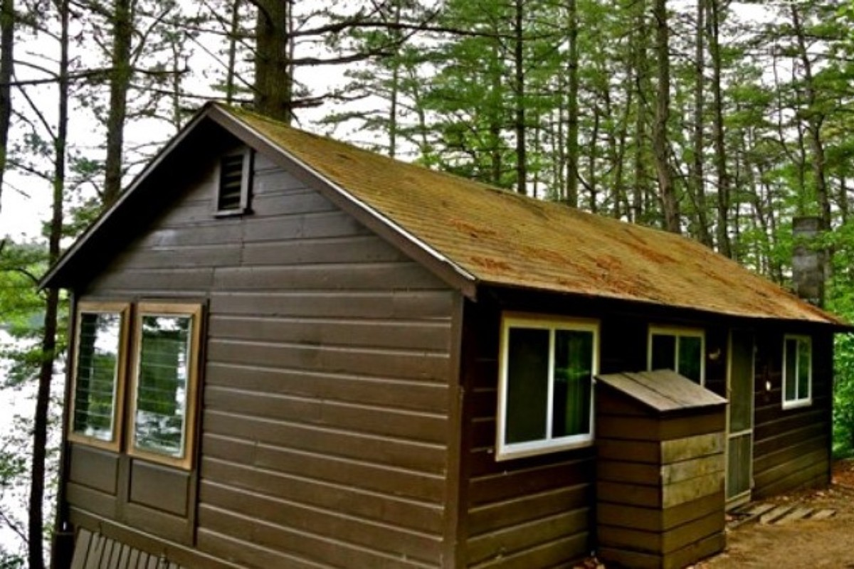 inn only england lodge accommodations cabins jacuzzi in adult romantic log nh new