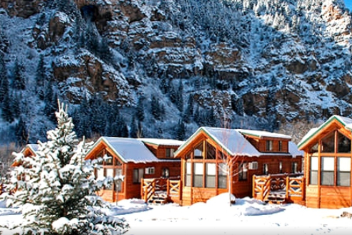 with lodging rental in mountains hot river cabins eureka s tub arkansas pet cabin white on friendly tubs colorado springs luxury