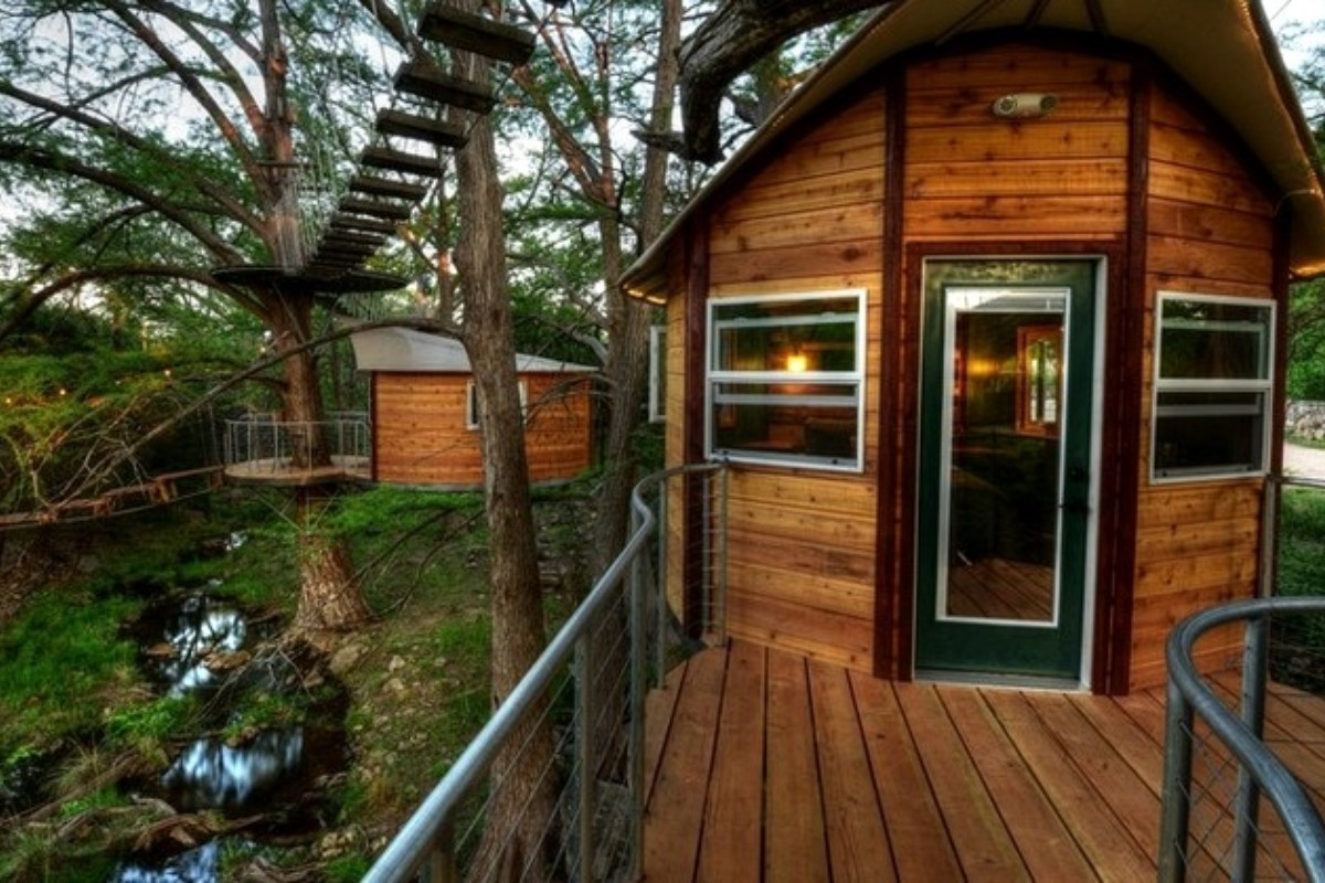Tree House Hotels with Wi-Fi near Austin