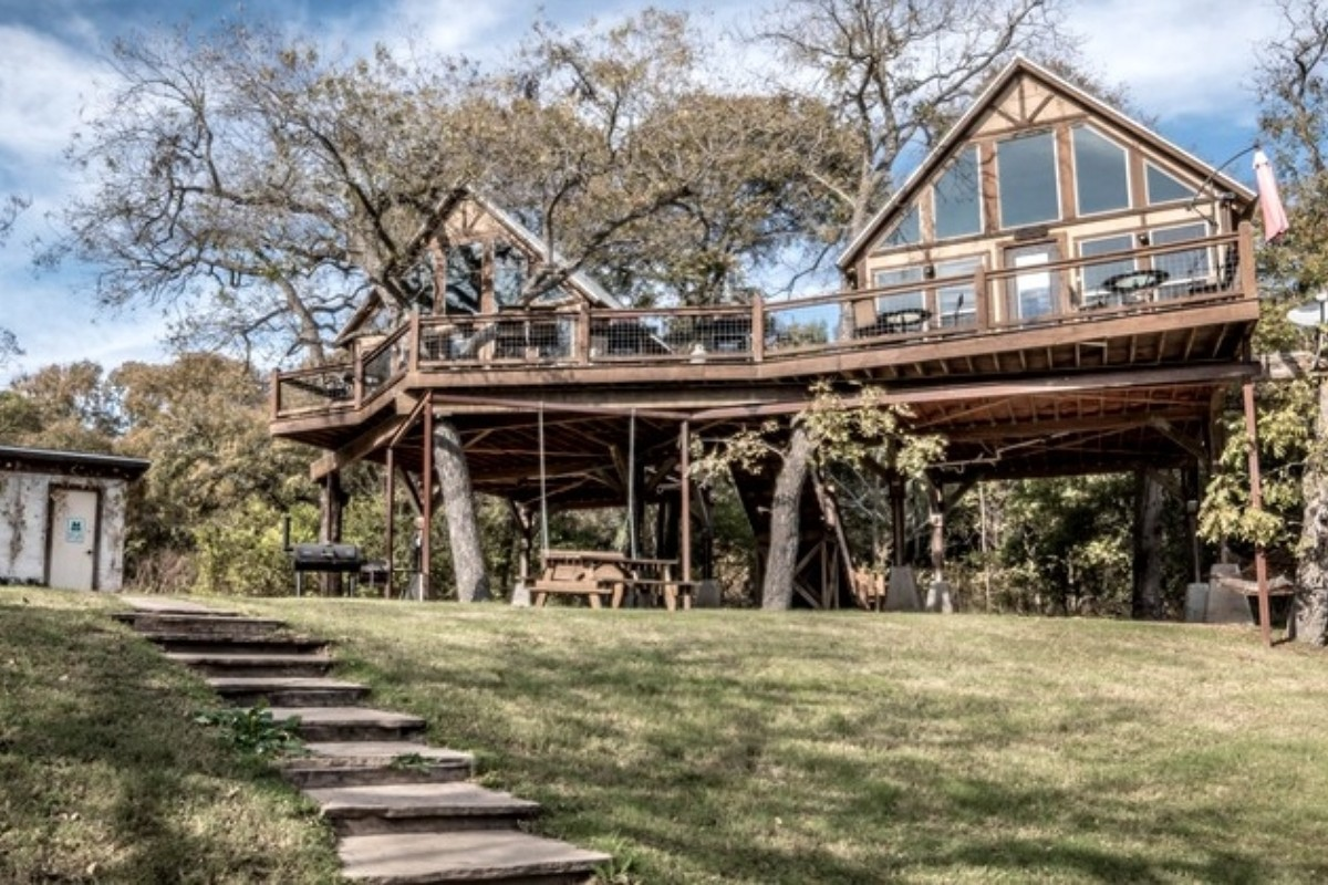Tree House Hotels with Wi-Fi around Texas Hill Country
