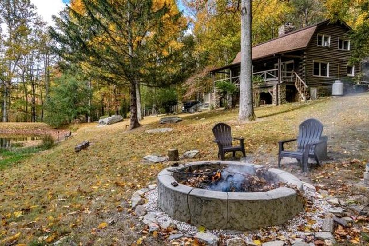 Winter Log Cabin Rentals near Asheville