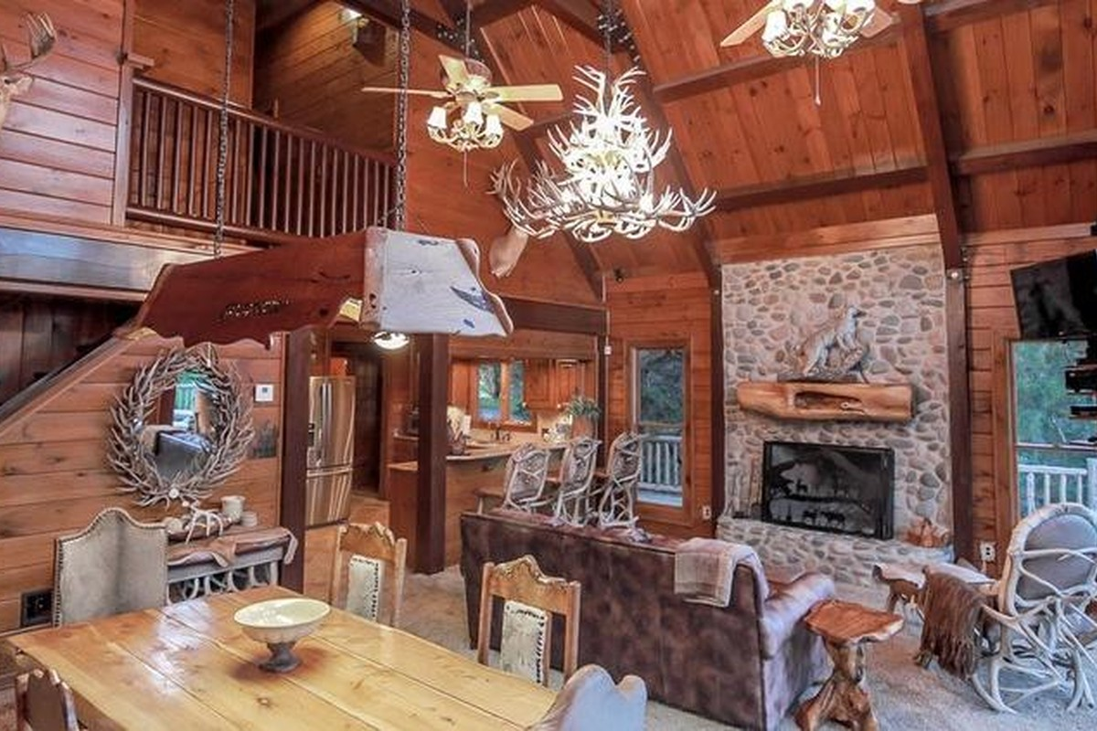 Winter Log Cabin Rentals near Austin