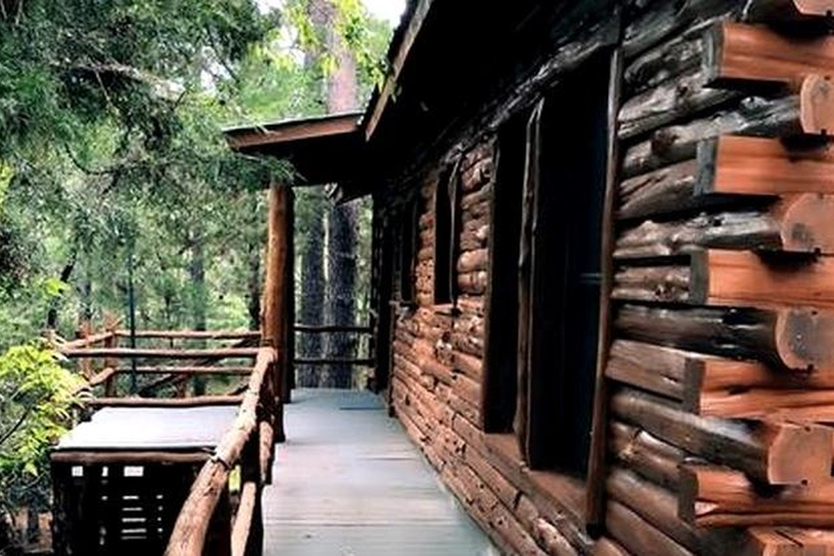 Winter Log Cabin Rentals near Houston