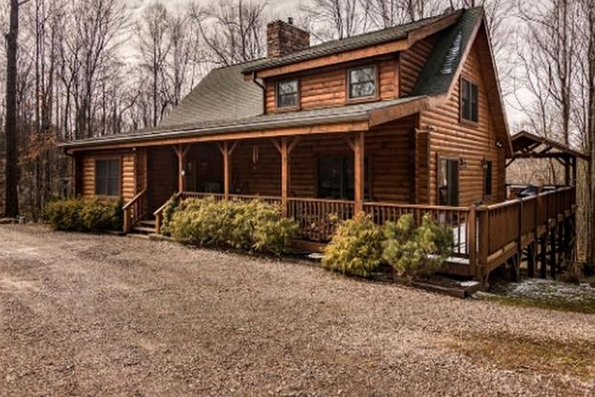 Winter Log Cabin Rentals in the Midwest