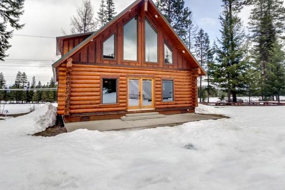 Winter Log Cabin Rentals in the Pacific Northwest