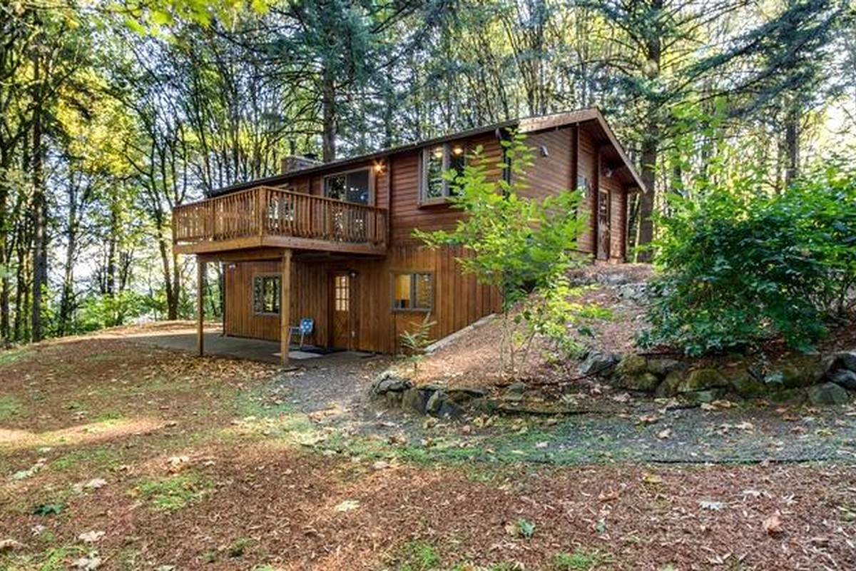 Winter Log Cabin Rentals near Portland, Oregon