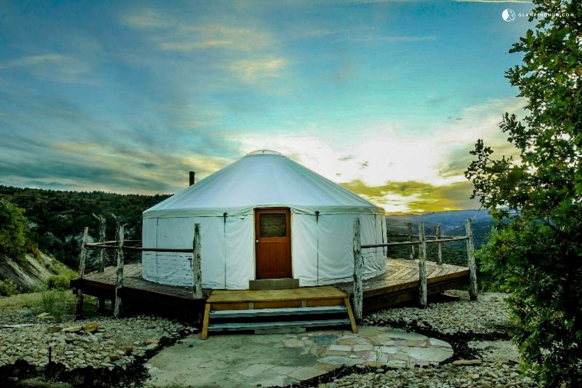 Yurt Rentals near Slide Rock State Park